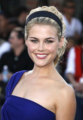 groucho reviews interview rachael taylor�shutter�and